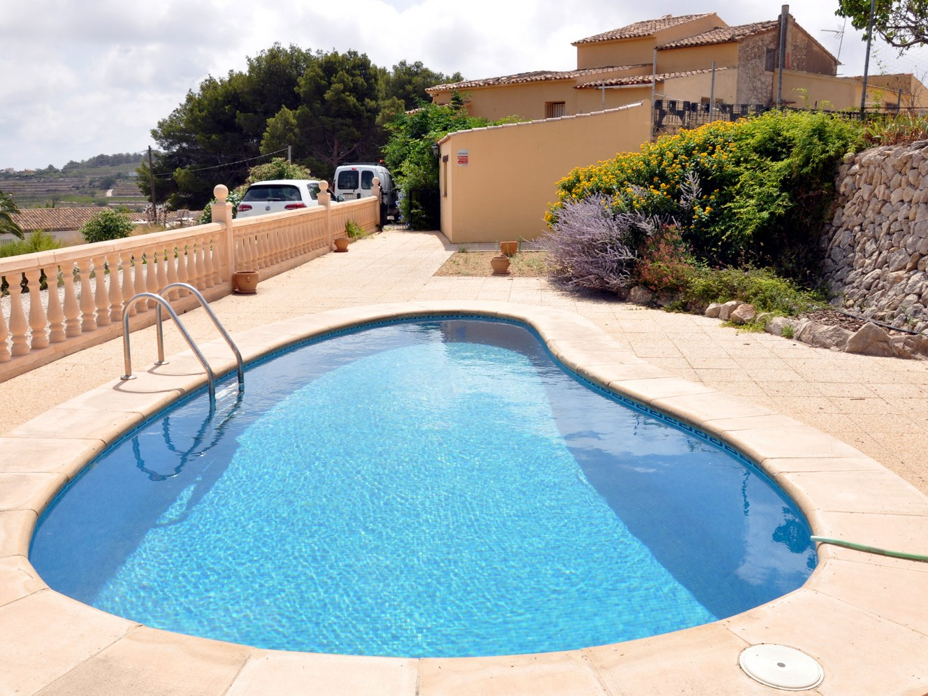 ATTACHED MODERNISED FINCA IN THE COUNTRYSIDE NEAR MORAIRA