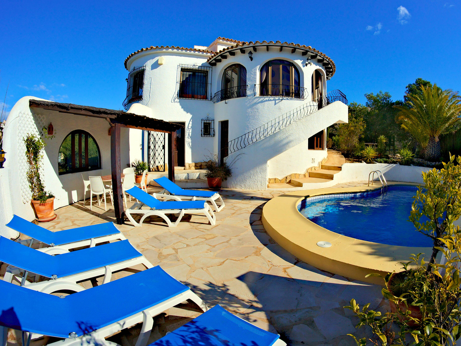 MODERNISED THREE BEDROOM, THREE BATHROOM LUXURY VILLA WITH A BEAUTIFUL VIEW