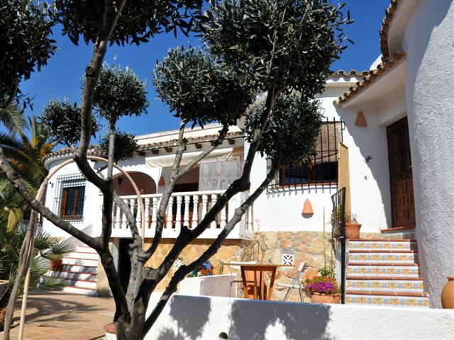 EXCELLENT FOUR BEDROOM VILLA CLOSE TO THE BEACH