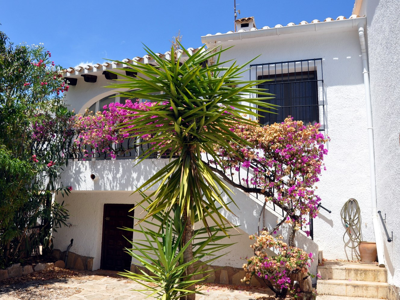 BARGAIN BUNGALOW, A SHORT WALK FROM MORAIRA VILLAGE