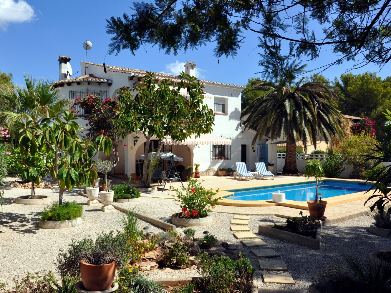 IMMACULATE, LARGE TWO STOREY VILLA CLOSE TO THE BEACH, COMETA, MORAIRA