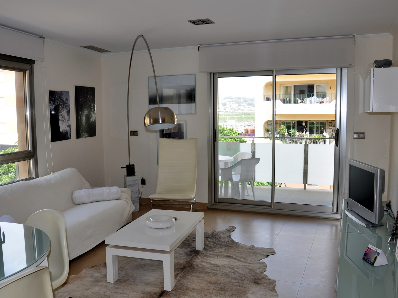 ELEGANT, TWO BEDROOM, TWO BATHROOM, MODERN APARTMENT CLOSE TO MORAIRA BEACH