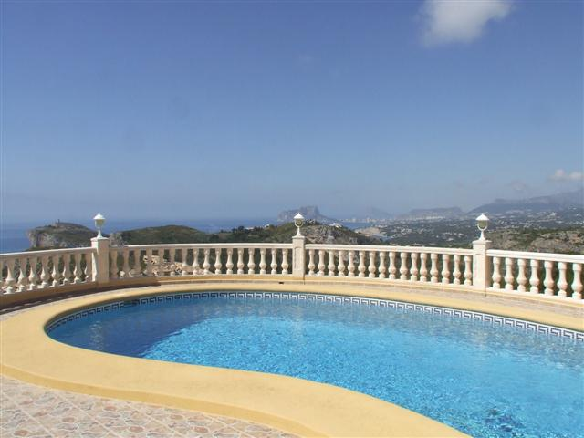 PALATIAL VILLA WITH OUTSTANDING SEA VIEWS