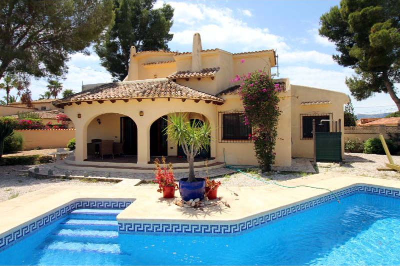 CHARMING TRADITIONAL VILLA IN CAP BLANC