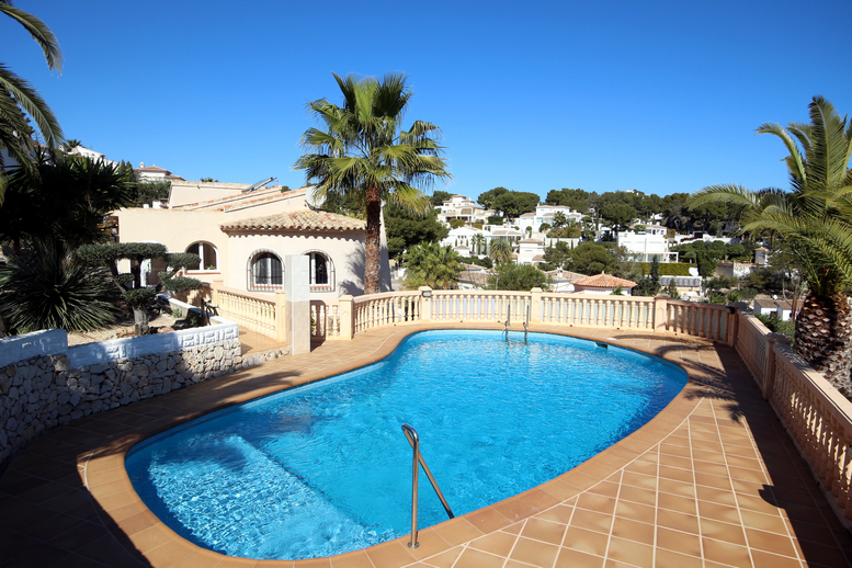 VILLA IN NEED OF REFORM, A SHORT WALK TO EL PORTET BEACH
