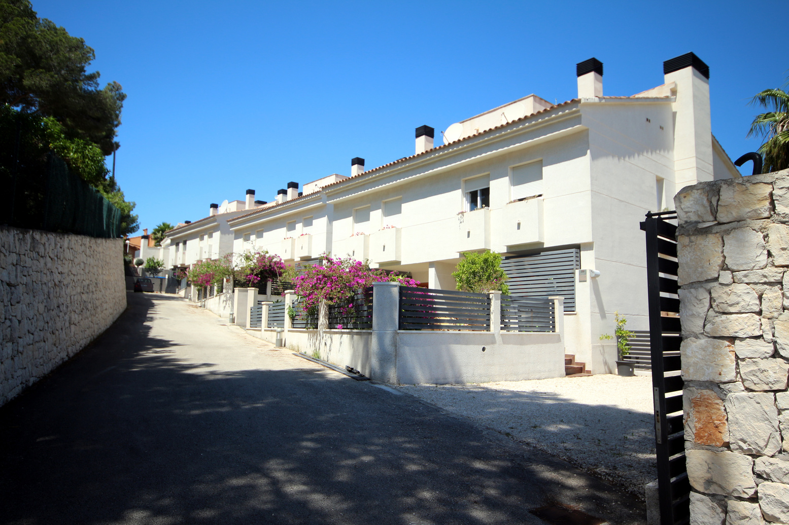 A SEMI DETACHED FOUR BEDROOM VILLA ON A GATED COMMUNITY
