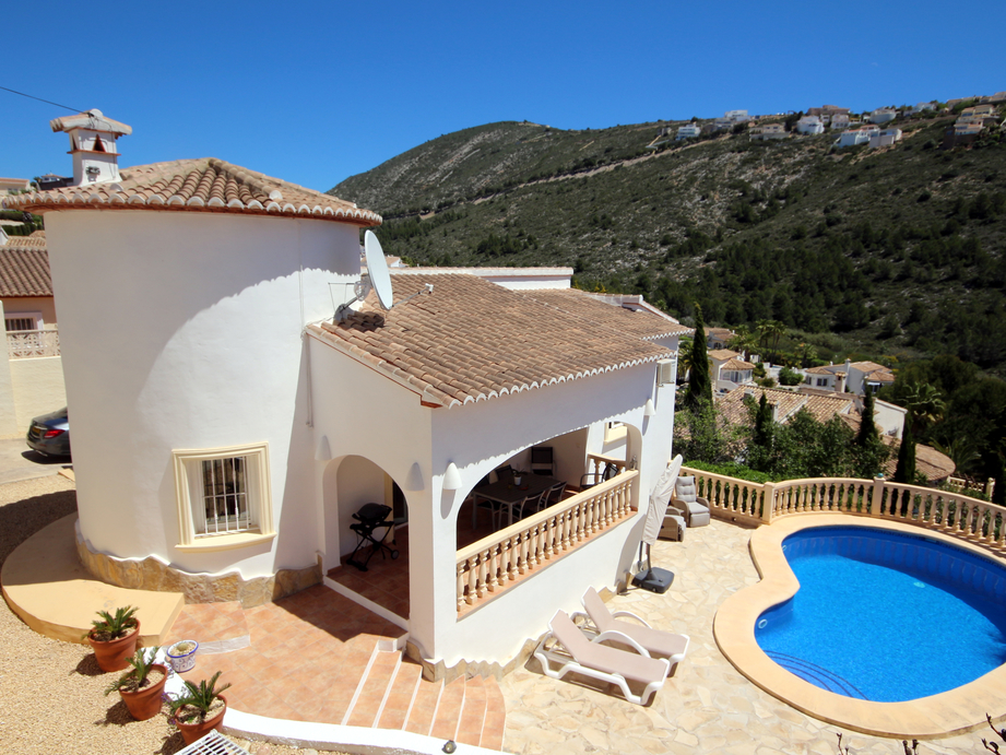 IMMACULATE MODERN THREE BEDROOM VILLA WITH FAR REACHING VALLEY AND MOUNTAIN VIEWS