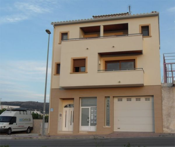 LARGE, MODERN, SPACIOUS TOWNHOUSE WITH A POOL AND INTERNAL LIFT, IN BENITACHELL