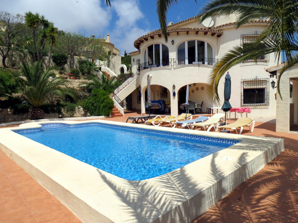 FIVE BEDROOM VILLA WITH SEA VIEW IN GOLDEN VALLEY