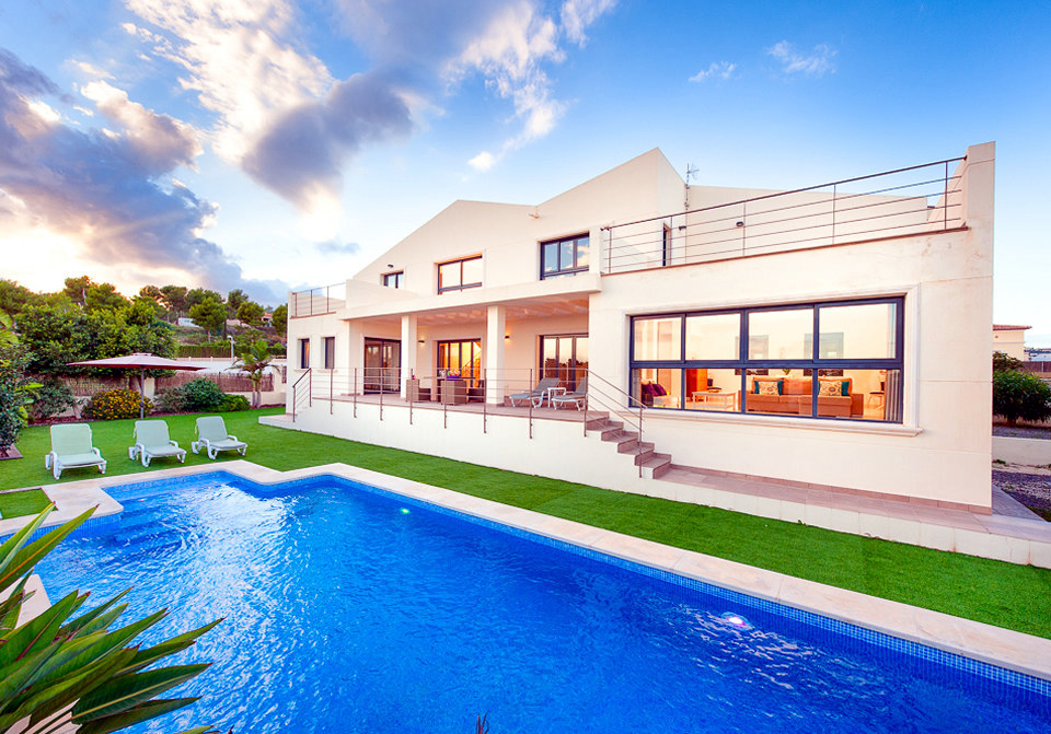 EXCEPTIONALLY SPACIOUS FOUR BEDROOM MODERN VILLA AT LA SABATERA, MORAIRA