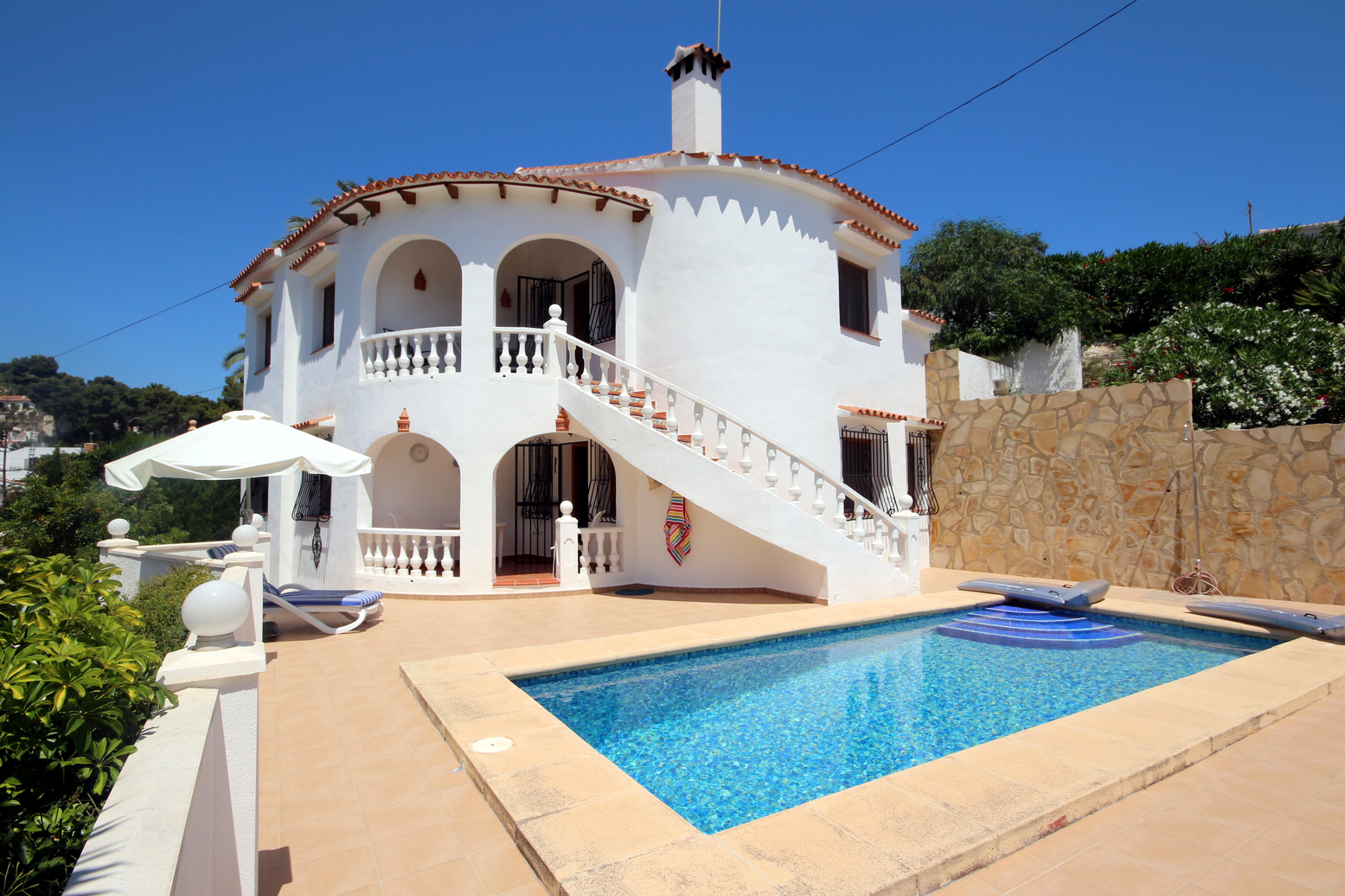 IMMACULATE THREE BEDROOM VILLA CLOSE TO THE SEA