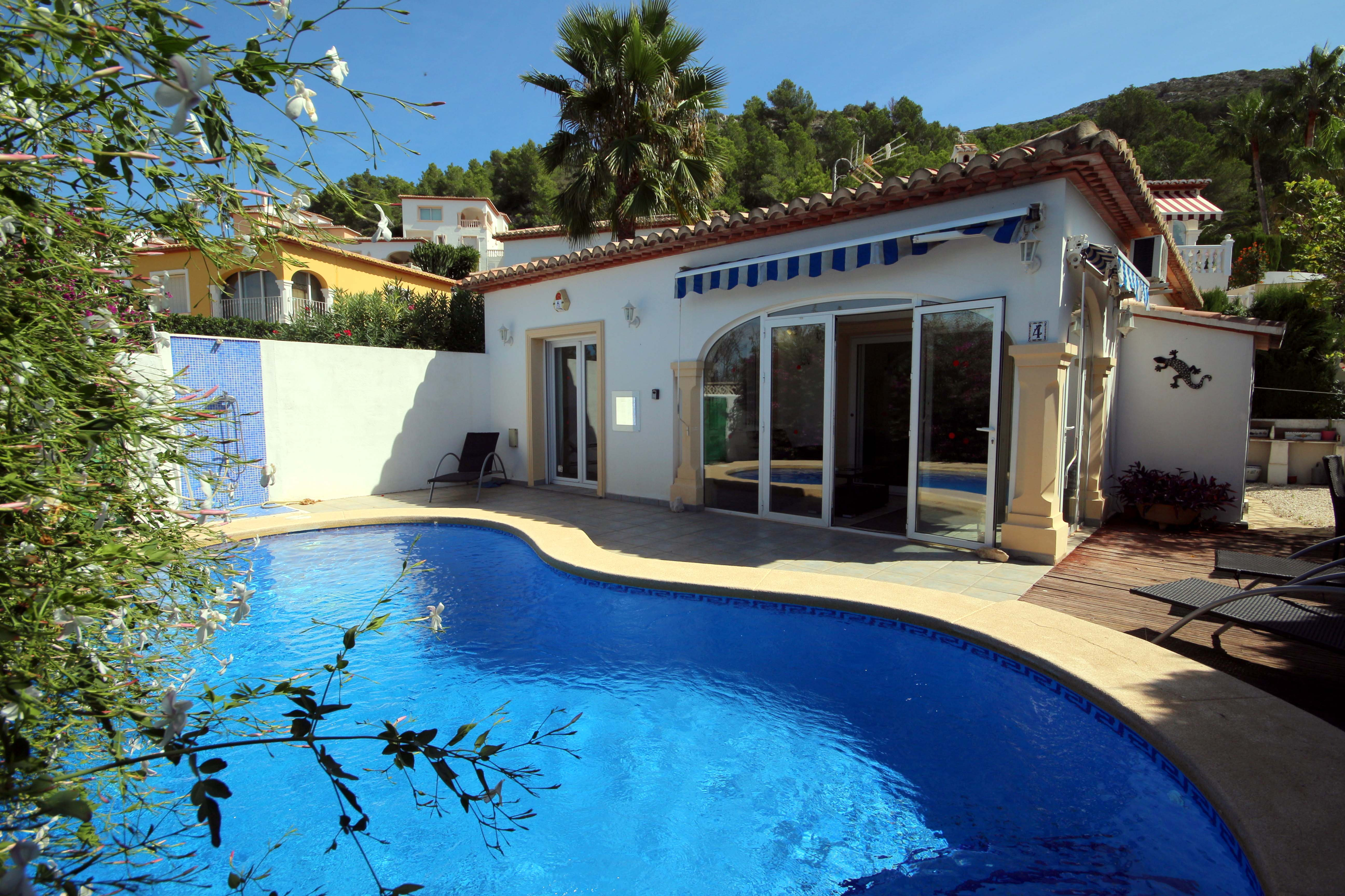 DETACHED TWO BEDROOM VILLA WITH A SWIMMING POOL