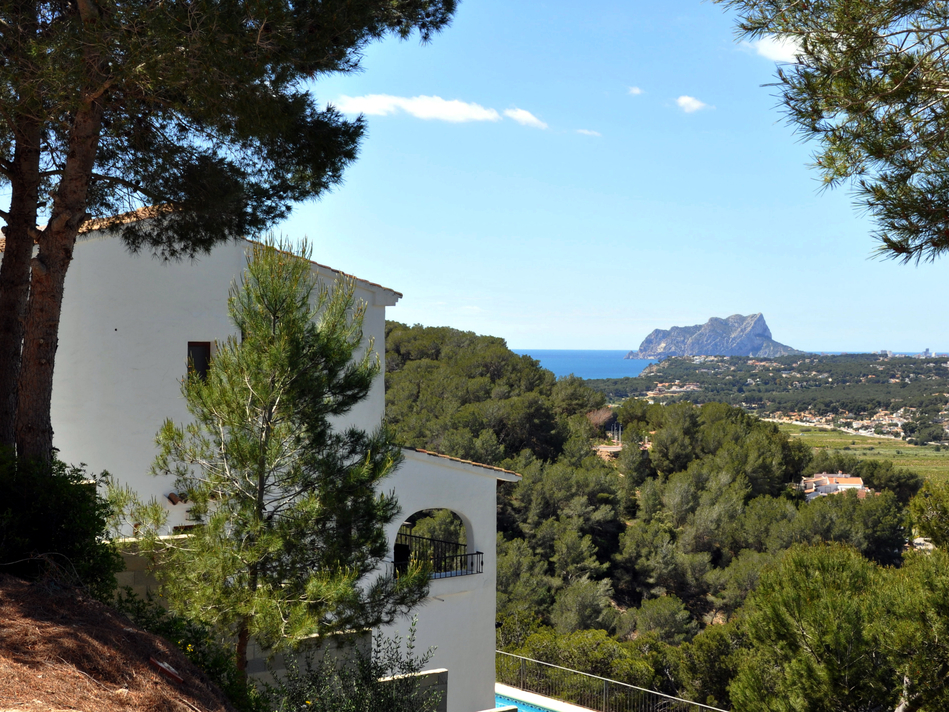 FOUR BEDROOM VILLA WITH AMAZING FAR REACHING VIEWS
