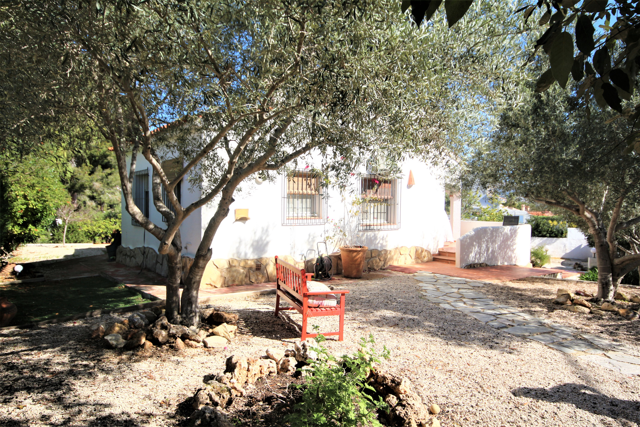A charming two bedroom villa with garage, walking distance to Moraira