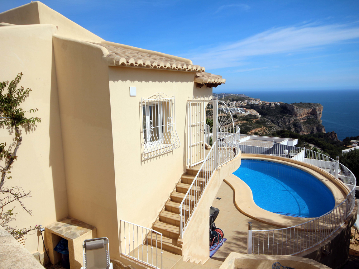 BEAUTIFUL THREE BEDROOM VILLA WITH FABULOUS SEA VIEWS