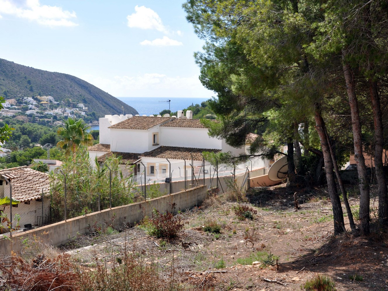 BUILDING PLOT WITH A VIEW TO EL PORTET BAY