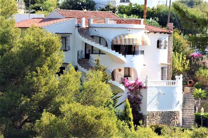 IMMACULATE FIVE BEDROOM, THREE BATHROOM VILLA WITH POOL ON THE BENISSA COAST