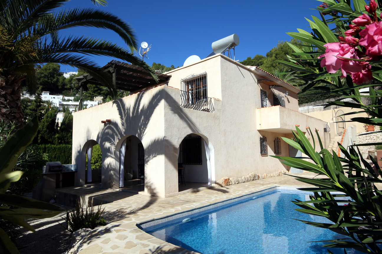 FOUR BEDROOM, THREE BATHROOM SEA VIEW VILLA IN MORAIRA