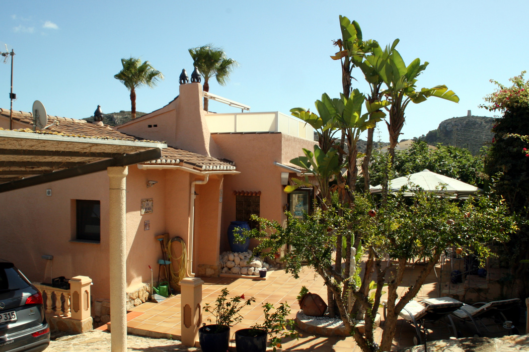 THREE BEDROOM VILLA CLOSE TO EL PORTET BEACH