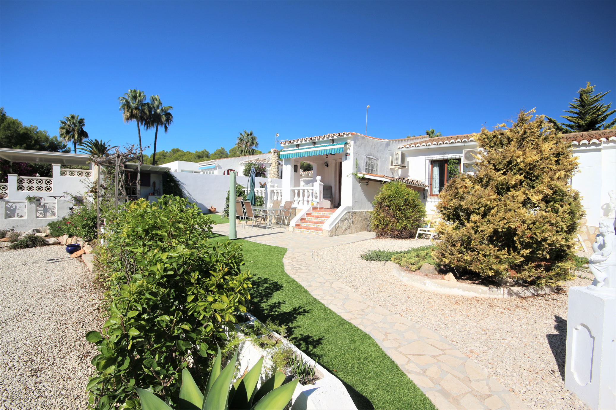 Immaculate semi-detached bungalow in Moraira