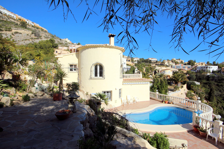 SPACIOUS FOUR BEDROOM SEA VIEW VILLA CLOSE TO MORAIRA