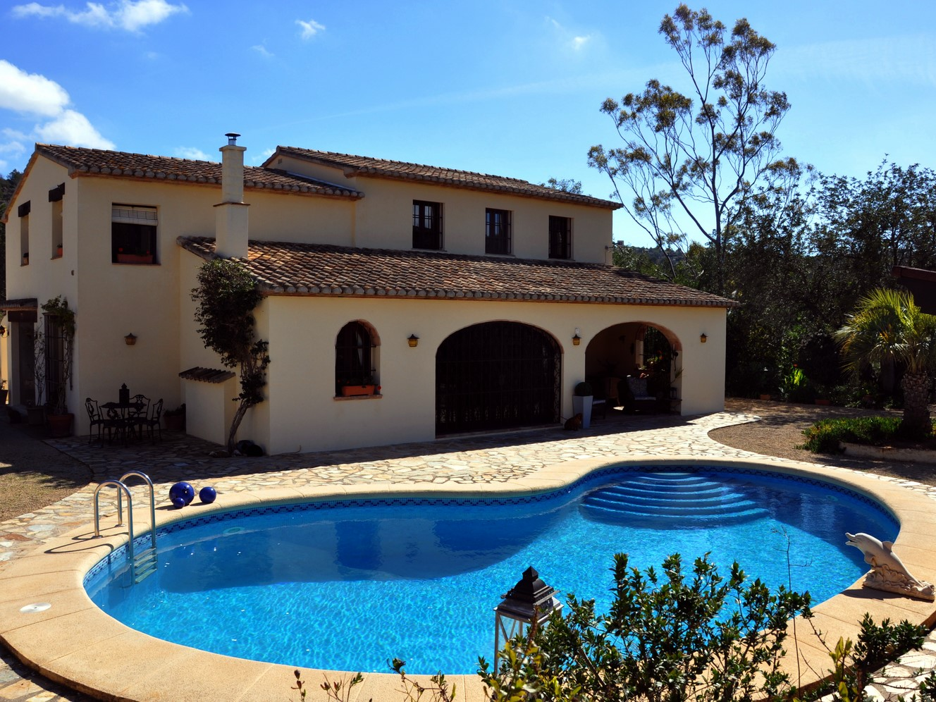 LOVELY BENISSA FINCA WITH FOUR BEDROOMS AND THREE EN SUITES