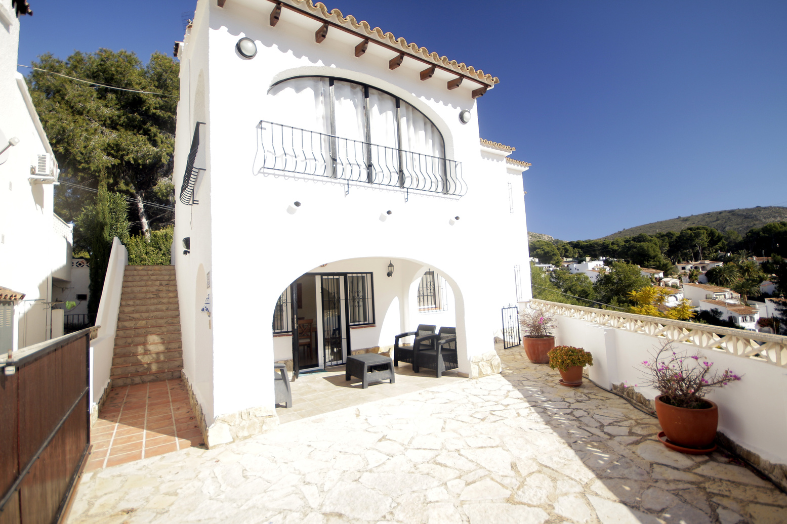 FIVE BEDROOM, THREE BATHROOM VILLA JUST 300 METRES FROM EL PORTET BEACH