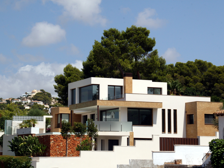 NEW FINISHED FOUR BEDROOM VILLA CLOSE TO MORAIRA VILLAGE
