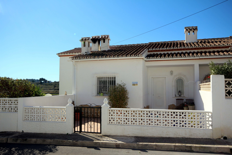 THREE BEDROOM VILLA WITH A PRIVATE GARDEN