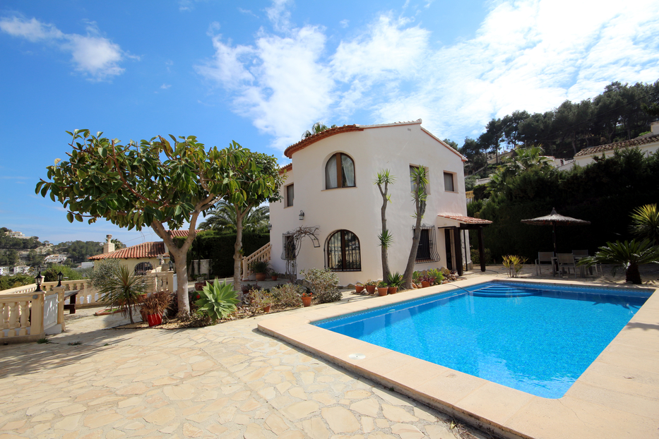THREE BEDROOM VILLA WITH A SELF CONTAINED APARTMENT