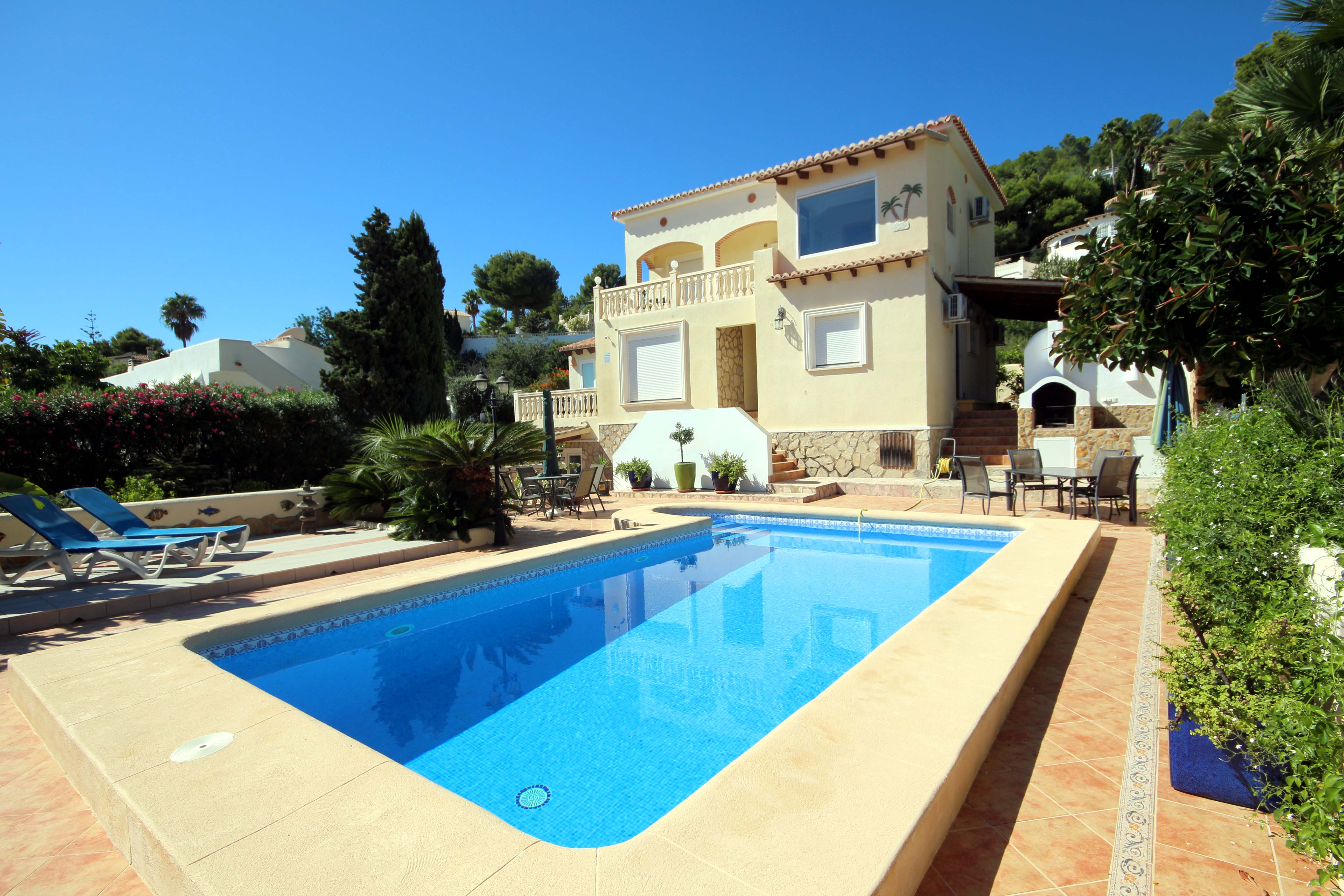 SUPERBLY MODERNISED FOUR BEDROOM, FOUR BATHROOM SEA VIEW VILLA IN MORAIRA